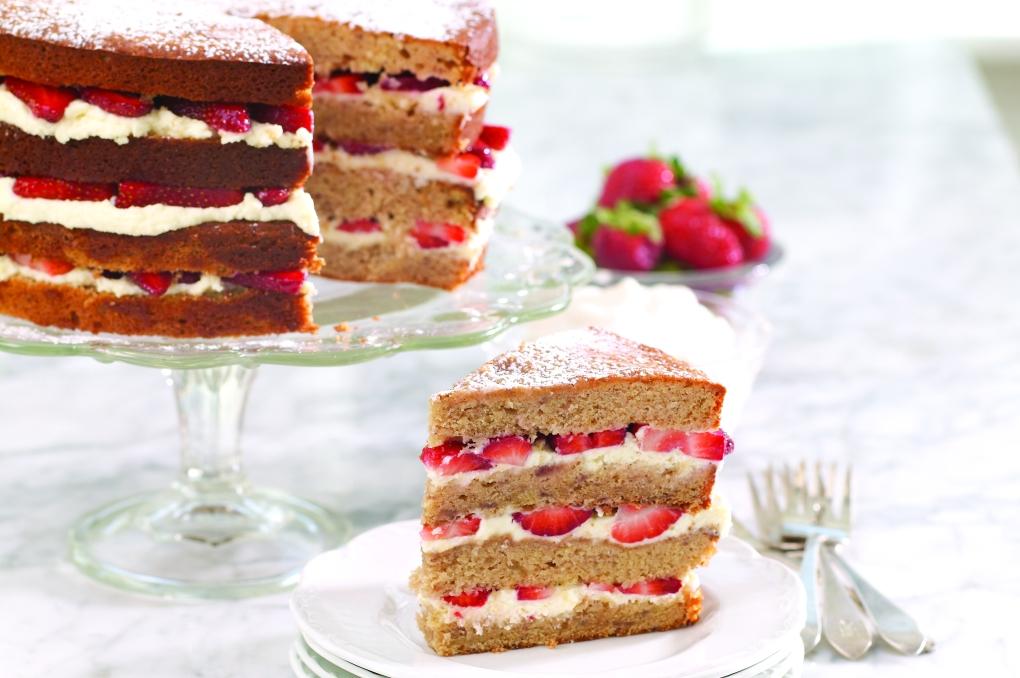 Strawberry_Sour_Cream_Cake_2